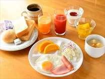 『朝食イメージ』バイキングスタイルでお客様に好評です。もちろん和食もございます。