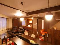 コンフォートツイン広さ48平米のツインルーム。ダイニングテーブルやミニキッチンを備えています。