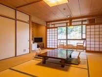 *【和室】山に囲まれた静かなお部屋でのんびりお寛ぎいただけます。