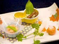 ■夕食一例■広島ならではの食材や旬の味覚を盛り込んだ季節の和会席をご用意致します。
