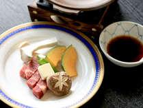 ■広島牛陶板焼き(一例)■繊細な味わいに深いコクが特徴の広島牛をお野菜と一緒に陶板焼きで♪