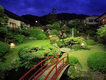 ■庭園■四季折々の花や樹木、鯉をご覧いただけます。夜もライトアップされてとってもキレイです♪