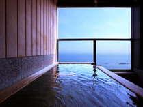 【客室】花月の客室全ての7.4畳の空間は、ゆったりと海を眺める特等席でもあります