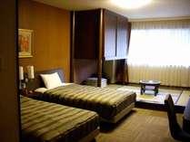 和洋室(和室4畳+ツインベッド)
