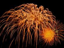 8月の夏休み期間は片山津の柴山湖から花火大会を開催♪