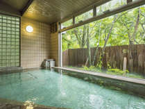 内風呂からも四季折々の景色をお楽しみ頂けます。