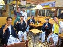 ビジネスのお客様ものんびり滞在のお客様も仲良くお酒を酌み交わします。