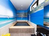 「薫 the fu-ro」『壱ノ風呂は角島大橋に囲まれています。