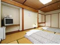 和室清潔で使いやすい客室。インターネット接続無料。