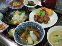 ◆夕食◆連泊のお客様も飽きのこないボリュームいっぱいの和定食