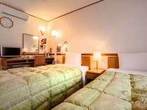 ツインルーム◆広さ 14平米~◆シングルベッド仕様120幅×2 ◆Wi-Fi全室利用できます。