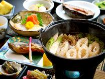 【きりたんぽ鍋】ご存じ秋田名物の定番!比内地鶏だしスープが染みて旨いっ!