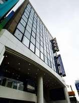 <ホテル外観>エレベーターで7Fまでお越し下さい。壁面にあるホテルの看板が目印です♪