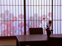 可愛らしい柄の障子で飾る和室、女子旅、家族旅行にピッタリ!(定員4名)