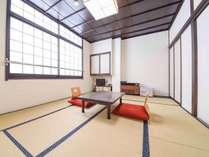 *和室10畳(客室一例)/しっとりと落ち着いた雰囲気の和室でのんびりとお寛ぎ下さい。
