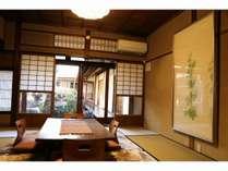 奥座敷に飾られた日本画は吉田真理子作の「冬瓜」。装飾品もこだわりがございます。
