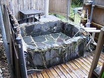 番人手作りの露天風呂。玄界灘が臨める。