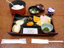 *朝食一例/大きなお釜で炊く美味しいごはんと和のおかずが付いたシンプルな朝ごはん。