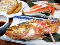 *夕食一例/あっさりとした白身の焼き魚アラカブ(カサゴの仲間)+ズワイ蟹