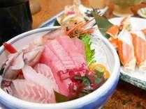 *夕食一例/お刺身は近海で獲れたものを中心に盛り合わせでご用意致します。
