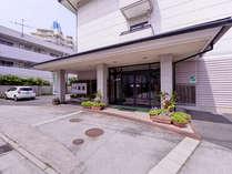 *源泉かけ流しの皆生温泉は24時間入浴OK!!お食事は、日本海の幸や山陰の食材を使用したお料理をどうぞ。