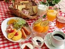 朝食はバイキングスタイルです。(洋食例)