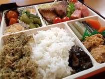 夕食:日替り幕の内弁当/いつでもお部屋で食べれるお弁当形式でご用意