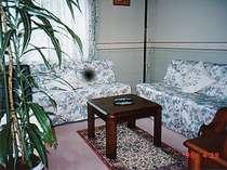 喫煙可能の客室の居間