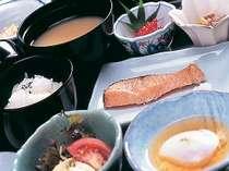 朝からしっかり食べて出かけよう(朝食一例)