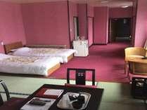和洋室12畳+ベットルームです。