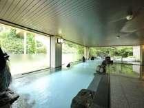 会津一ノ湯  広々とした開放感のある大浴場です。