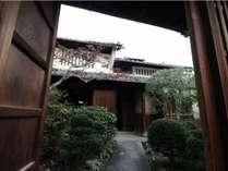 100年後に文化財と呼ばれているかもしれない、一昔前は日本の当たり前だった光景が広がります。