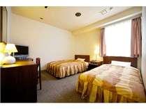 ツインルーム140cm幅のベッド(D)1台と120cm幅のベッド(SD)1台あり