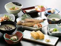 「和朝食」:皆生つるや自慢の和朝食!ほっと一息ついて、ご出発下さい。