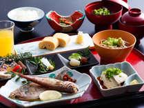 ~境港鮮魚の干物2種と大山蕎麦を味わう朝食~ バランスの取れた和朝食は20品目以上