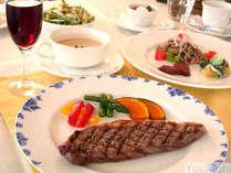 夕食スタンダードコース税別¥3000。オードブル・スープ・メイン・サラダ・ご飯・デザート・飲み物