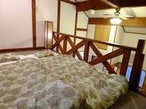 ロフトは4名までの寝床。子供や先に就寝組も安心!ゆっくり組はリビングでそのまま。寝床はセルフで。