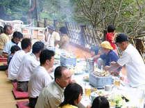皆でワイワイ♪猪名川の川床料理BBQを満喫