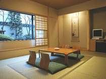 【和室】静かな環境で中庭を見渡せる贅沢な造り