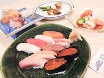 *【夕食全体例】にぎり寿司をはじめとした料理の数々は、お客様にもご好評いただいております。