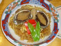*【夕食一例】独特の歯ごたえと濃厚な味わいが楽しめる、あわび飯。