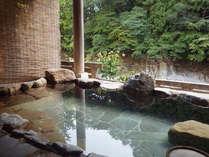 貸切露天風呂★日高川のせせらぎに耳を傾けながらご入浴。肌に吸いつくような感覚でポカポカ、ツルツルに☆