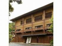 源氏山のふもとにたたずむ小さな宿