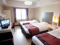 トリプルルーム(26平米)客室内イメージシングルベッド2台+エキストラベッド1台