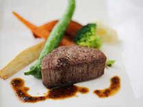 厳選された食材をオリジナルのソースで。繊細な味付けが光ります。