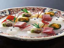 季節の彩りを繊細に表現した料理長のこだわりを随所にちりばめております。