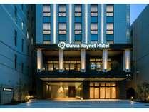 ホテル正面入り口。御堂筋:南船場3北交差点を東に入ってすぐ。