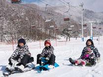 リステルスキーファンタジア内雪遊びパーク「ベジフルランド」でのソリ遊び