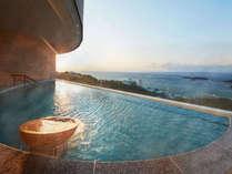 「海」 EAST浴場各露天風呂から沈む夕陽の景色は最高のロケーションです。