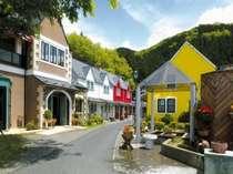 ヨーロッパの街並みを再現した色鮮やかな建物。